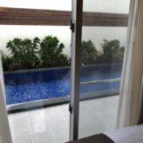 寝室からプールが見えます
